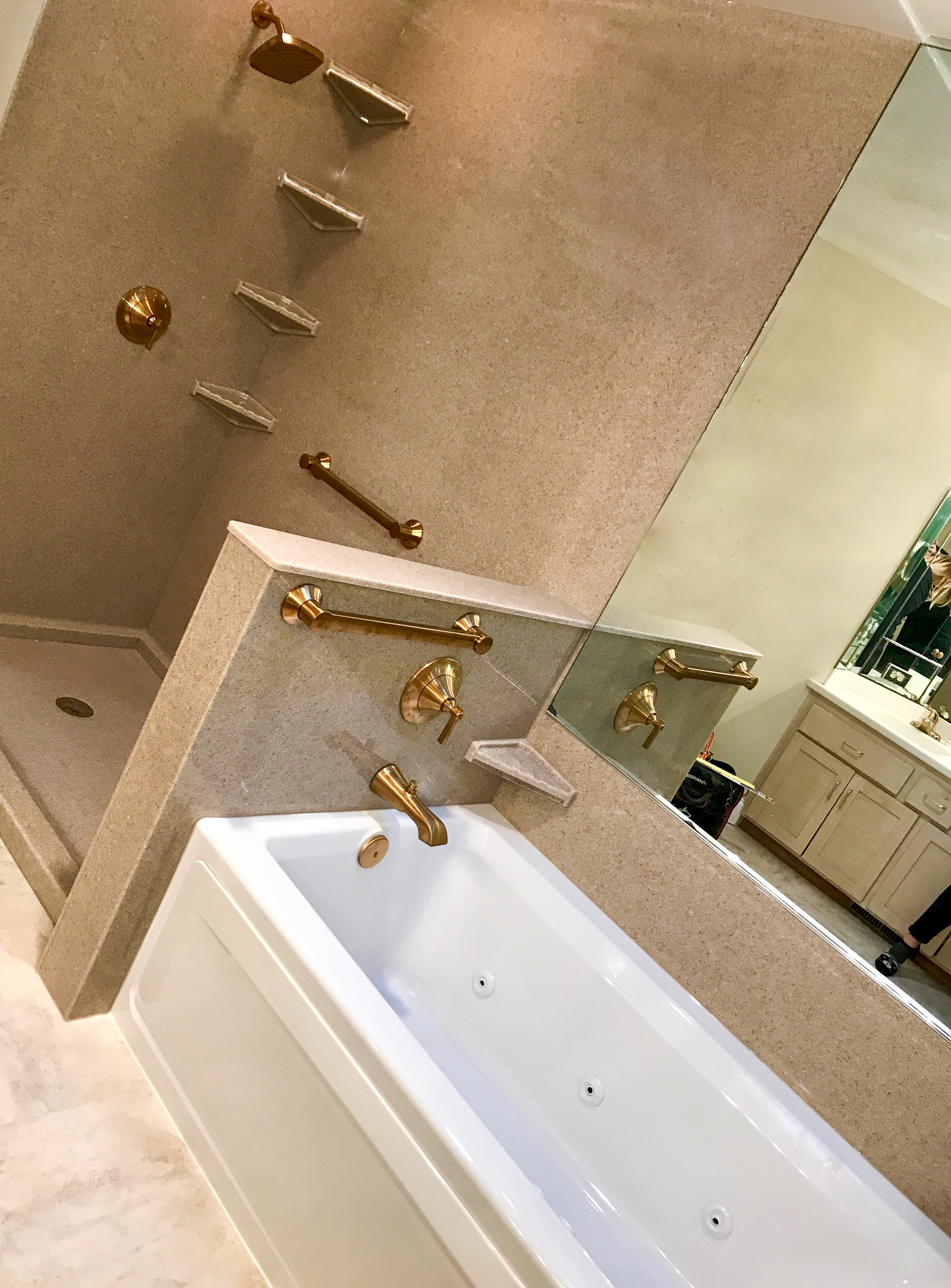 Onyx Walk-in Shower and Jacuzzi Tub